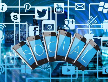 Social Media Communication Smartphone App